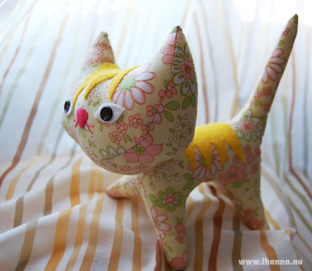 Super cute and yellow Pointy Kitty Sunshine sewn by iHanna, Copyright Hanna Andersson #softies