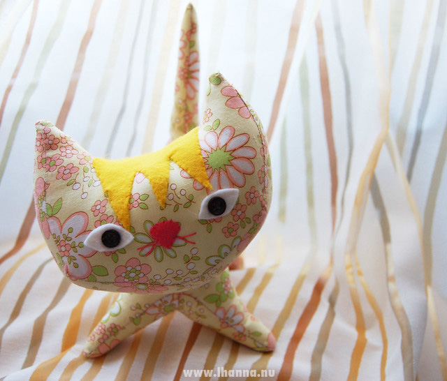Pointy Kitty Sunshine sewn by iHanna, Copyright Hanna Andersson #softies