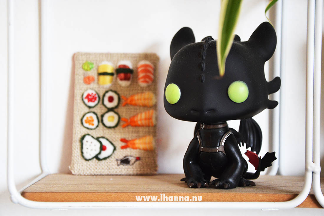 Toothless and Sushi embroidery (by Natalie Uhing) in iHannas home - Photo copyright Hanna Andersson